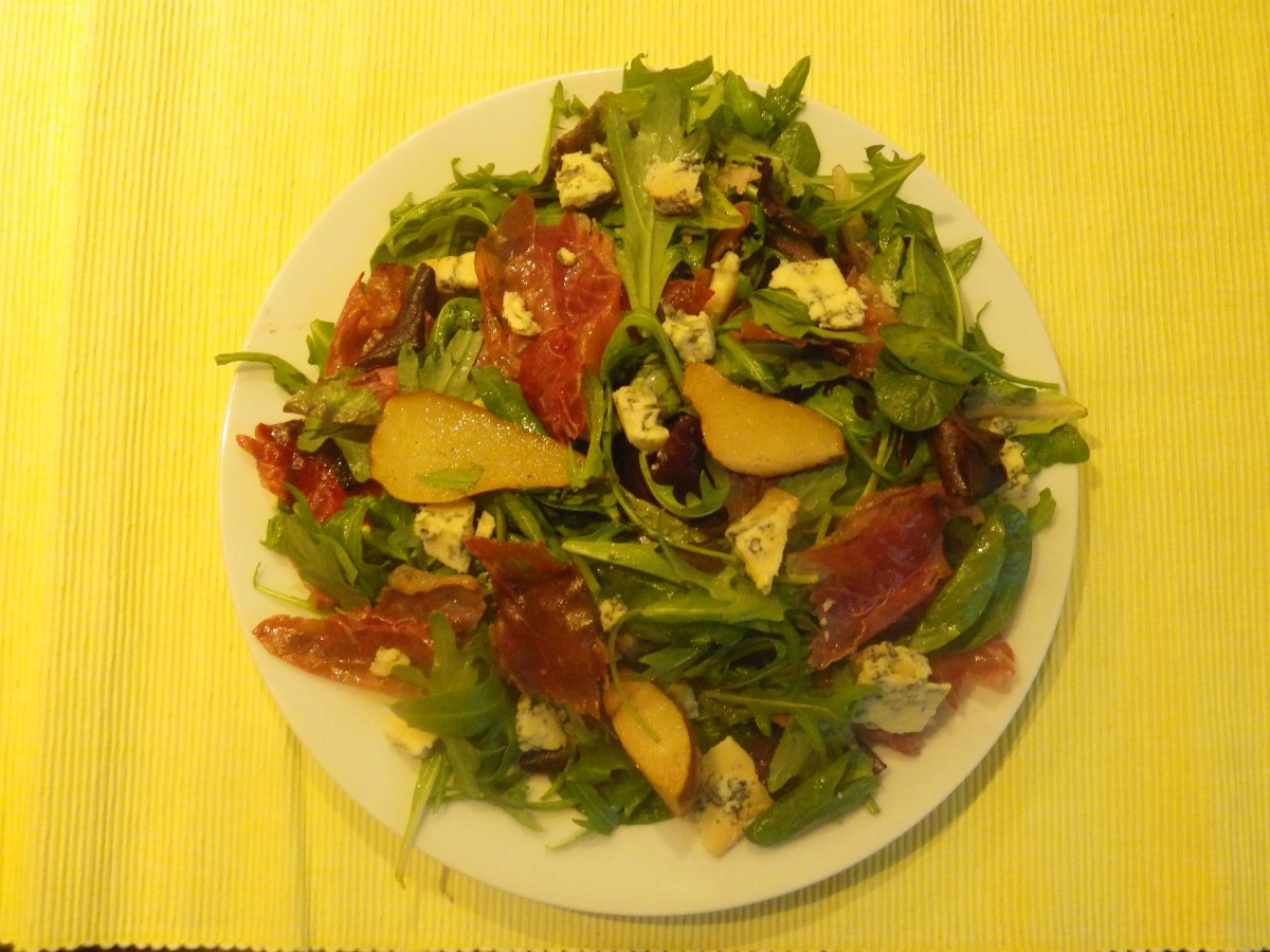 Pear, Parma ham and blue cheese salad