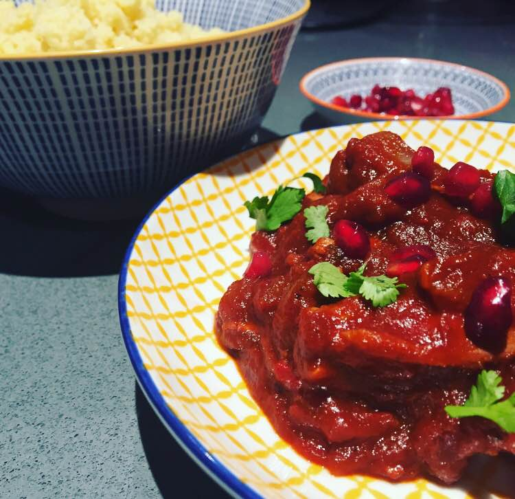 chicken recipes, chicken and pomegranate, chicken and pomegranate stew, chicken stew recipes, pomegranate recipes, food, food bloggers, how to deseed a pomegranate, food blogger, plates and places