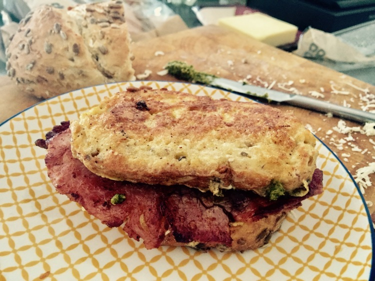 the best bacon sandwich recipe, the most decadent bacon sandwich, bacon sandwich with eggy bread, how to make eggy bread, breakfast ideas, breakfast recipes, brunch recipes, food blogger, plates and places