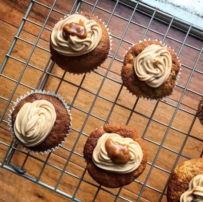 banoffee cupcake recipe, banana baking ideas, caramel and banana cake, cupcake recipes without butter